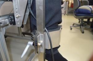 膝伸展力測定治具3